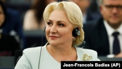 Viorica Dăncilă l-a sunat pe Klaus Iohannis pe tema remanierii guvernului