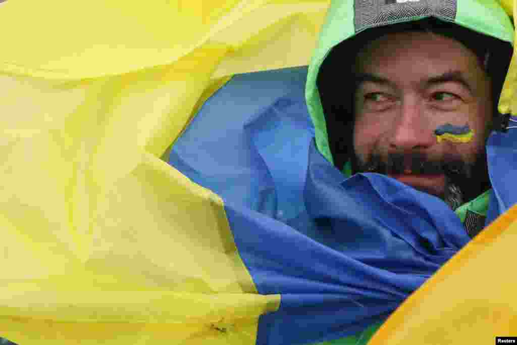 A man wrapped in a national flag takes part in celebrations for Unity Day in Kyiv on January 22. Ukraine celebrates the anniversary marking when the western and eastern parts of the country were unified to create a single state in 1919. (Reuters/Valentyn Ogirenko)