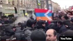 Ikinji Jahan Urşunyň weteranlaryny hormatlamak boýunça geçirilen ýörişde Ermenistanyň we Azerbaýjanyň delegasiýalary separatist Daglyk-Garabag regionynyň üstünde çaknyşdylar