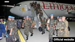 Повернення українських військових з місії ООН у Ліберії, Львів, 6 червня 2015 року (фото з сайту Міністерства оборони)