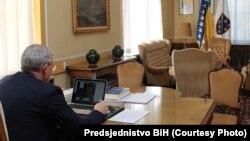 Predsjedavajući Predsjedništva Bosne i Hercegovine Šefik Džaferović razgovarao je video linkom sa ambasadorima EU