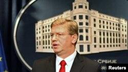 Европскиот комесар за проширување Штефан Филе на прес-конференција во Белград на 14 октомври 2011 година.