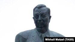 Yevgeny Primakovun heykəli
