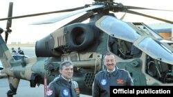 Prezident İlham Əliyev «ATAK» helikopteri ilə tanış olur.