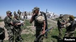 Позиции украинских военных у города Марьинка Донецкой области