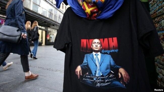 Majica sa likom Vladimira Putina u centru Beograda