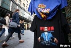 Prodaja majica sa likom Vladimira Putina u centru Beograda