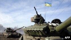 Донецк маңында тұрған Украина әскерінің танкілері. 23 ақпан 2015 жыл. (Көрнекі сурет)