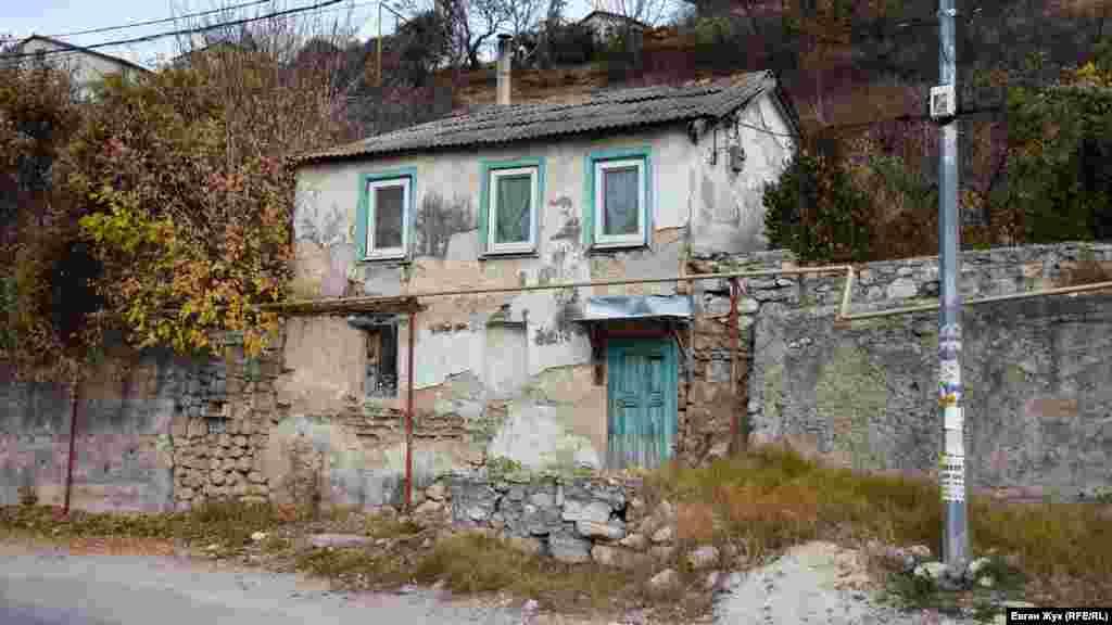 İsmail Gasprinskiy soqağındaki №22 mesken ev 100 yıldan çoq tura