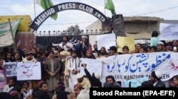 Supporters of the Pashtun Tahaffuz Movement shout slogans to demand the release of their leader Manzoor Pashteen in the southern district of Tank on January 28.