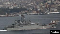 Російський бойовий корабель іде через протоку Боспор у Середземне море, архівне фото