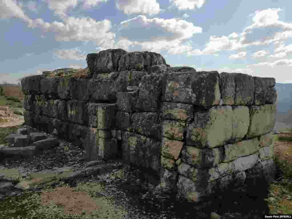 Qendra administrative e qytetit Daorson ishte akropoli, ku ndodheshin të gjitha objektet e rëndësishme administrative, publike dhe fetare.