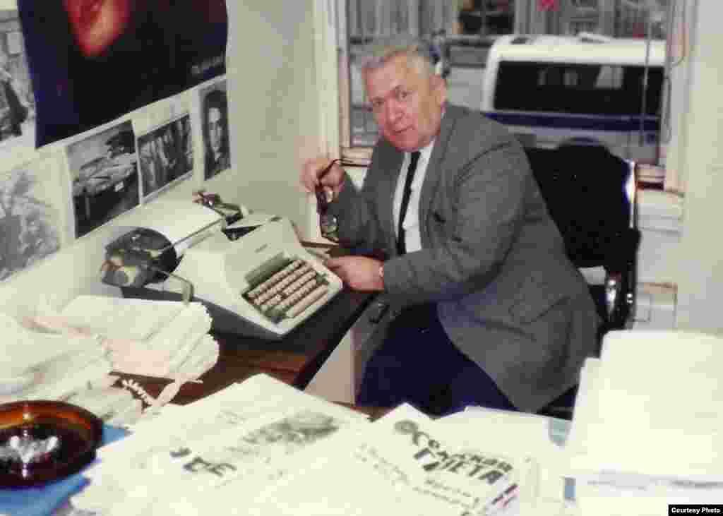 Апошні тыдзень працы на Радыё Свабода, кабінэт Адама Акуліча, сьнежань 1988