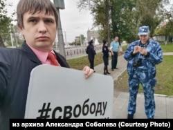 Одиночный пикет иркутского активиста Александра Соболева в поддержку экс-мэра Ольхонского района Сергея Копылова