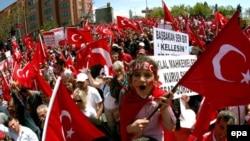 İstanbulda dünyəvi dövlət tərəfdarlarının AKP əleyhinə mitinqi. 29 Aprel 2007