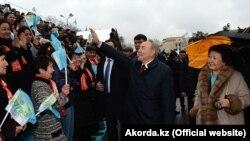 Нұрсұлтан Назарбаевтың Қазақстан президенті болып тұрған кезде Сара Назарбаевамен бірге Наурыз мерекесінде түскен суреті. Алматы, 22 наурыз 2013 жыл.