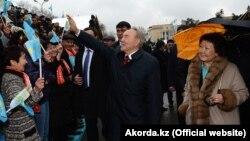 Нурсултан Назарбаев в бытность президентом с Сарой Назарбаевой на мероприятии, приуроченном к празднику Наурыз. Алматы, 22 марта 2013 года.
