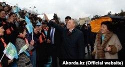 Qozog'iston sobiq Birinchi xonimi Sara Nazarbayeva eri bilan.