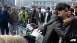 Պակիստան - Փրկարարները հարձակման ենթարկված դպրոցի մոտ, 16-ը դեկտեմբերի, 2014
