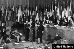 БУУнун Башкы ассамблеясында Адам укуктарынын жалпы декларациясы кабыл алынганынын 25 жылдыгынын белгилениши. Нью-Йорк, 10-декабрь, 1973-жыл.