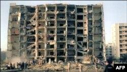 نمایی از ساختمان هشت طبقه الخبر که در سال ۱۹۹۶ با یک کامیون بمبگذاری شده هدف قرار گرفت.