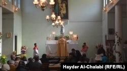 الاحتفال بعيد الميلاد في كنيسة مريم العذراء في الحلة
