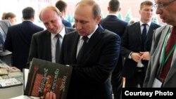Уладзімір Пуцін на Маскоўскім кніжным фэстывалі