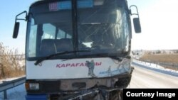 Қарағанды облысында апатқа ұшыраған автобус (Көрнекі сурет).