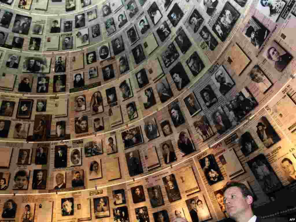 موزه قربانیان هولوکاست در اسرائیل/ در تصویر نخستوزیر کرواسی دیده میشود.