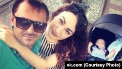 Кристина Шидукова с мужем и ребенком