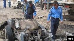 آمار کشته شدگان انفجار بمب در يک کاميون، در منطقه عمدتا شيعه نشين الحريه، بغداد، به ۶۳ نفر رسيده است. (عکس: EPA)