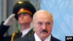 "Бўлажак сайловда яна Алесандр Лукашенка ""ғолиб"", деб эълон қилиниши кутилмоқда."