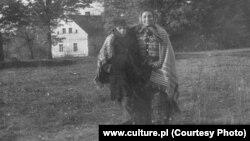 Бронислава Вайс с сыном Тарзанио. Фотография Ежи Фицовского из архива Тарновского окружного музея