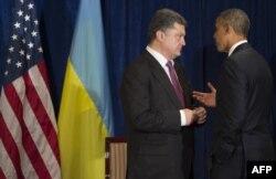 Петро Порошенко (ліворуч) і Барак Обама, Варшава, 4 червня 2014 року