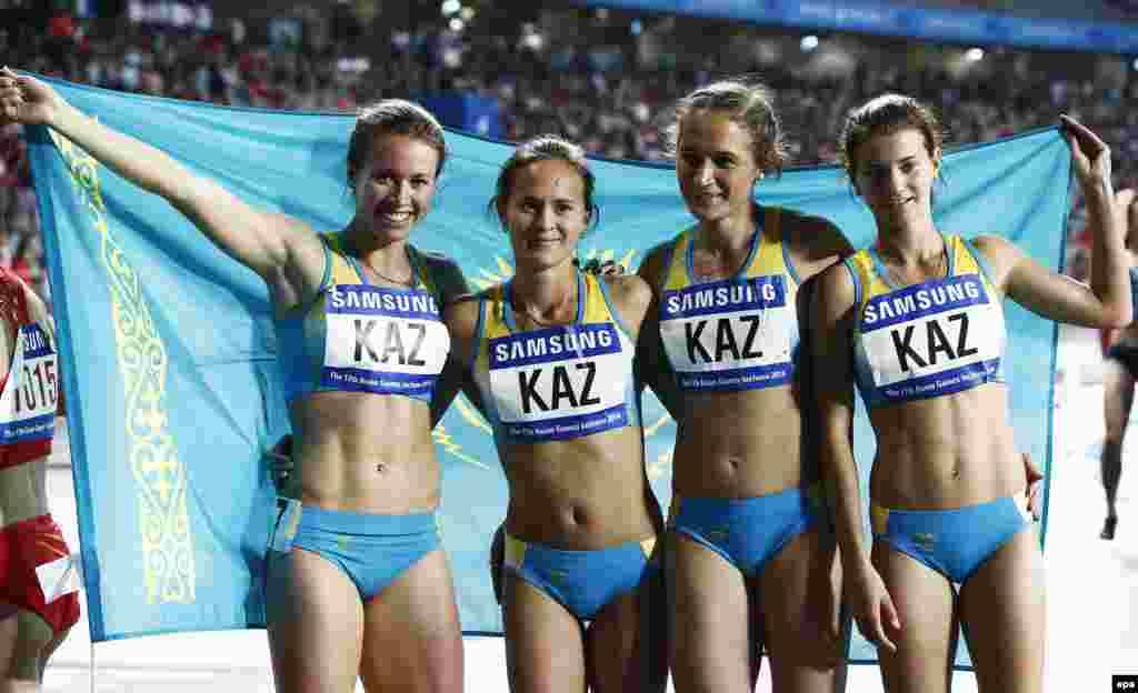 В эстафете4х100 метров женская сборная Казахстана по легкой атлетике завоевала серебряную медаль. Инчхон, 2 октября 2014 года.
