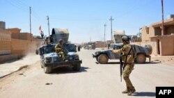 Іракські військові на вулицях визволеного міста Ар-Рутба, 19 травня 2016 року