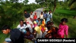 Rohindže na putu za izbjeglički kamp u Bangladešu