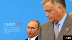 Русия президенты Владимир Путин (с) һәм Русия тимер юллары президенты Владимир Якуниин (у)