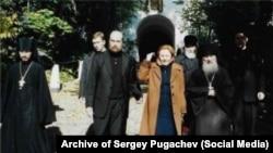 Сергей Пугачев и Людмила Путина (в центре)