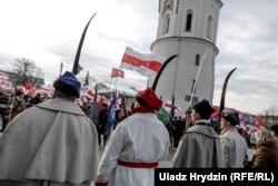 Віленскі Катэдральны пляц падчас цырымоніі пахаваньня паўстанцаў, 22 лістапада
