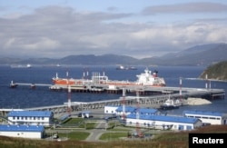 Нефтяной порт Козьмино в заливе Находка, Приморский край