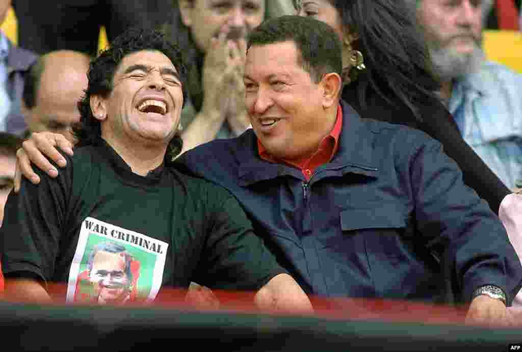 Венесуэланын мурдагы президенти Уго Чавес менен. 2005-жыл.