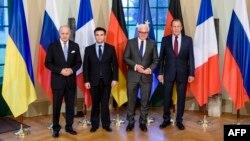 Лоран Фаб'юс, Павло Клімкін, Франк-Вальтер Штайнмаєр і Сергій Лавров (л -> п) перед початком зустрічі в Берліні, 13 березня 2015 року