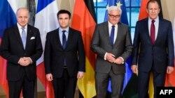 Франция, Украина, Германия және Ресей сыртқы істер министрлері (солдан оңға қарай): Лорен Фабиус, Павел Климкин, Франк-Вальтер Штайнмайер, Сергей Лавров. Берлин, 13 сәуір 2015 жыл.