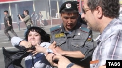 Police detain a participant during demonstrations in Moscow on May 31.
