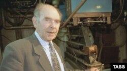 Академик Эдуард Кругляков много лет борется со лженаукой.