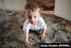 Самый младший сын Мурсалим родился уже в белорусской деревне. Родители называт его «беларусом»