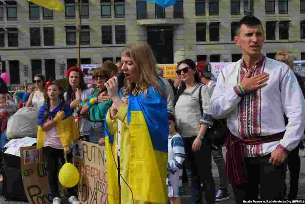 На площі виконали гімн України