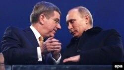 Президент МОК Томас Бах и Владимир Путин на церемонии открытия Олимпиады в Сочи