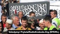 """Приверженцы """"Хизб-ут Тахрир"""" на митинге в Симферополе, Украина."""